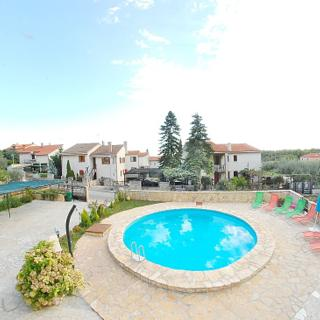 FAMILY APARTMENT WITH SHARED POOL 3 - PULA