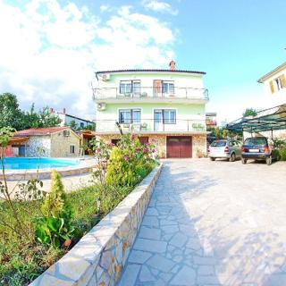 FAMILY APARTMENT WITH SHARED POOL 1 - PULA