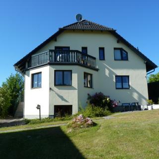 Ferienhaus Hartwig - 188 qm, W-LAN, SKY, 4 TV, 3 SZ, 4 Bäder,Garten, Terrasse, Spielpl - Lancken-Granitz