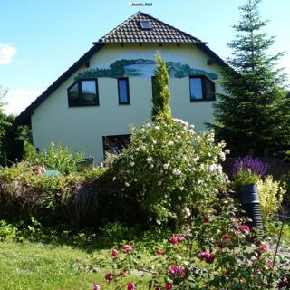 Ferienwohnung 2 - 45 qm, W-LAN, SKY, 3-4 Pers, Garten, Terrasse, Spielpl - Lancken-Granitz