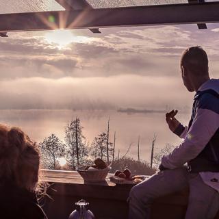 Lebensart am See, moderne Ferienwohnung Loggia, direkt am See - Bad Endorf