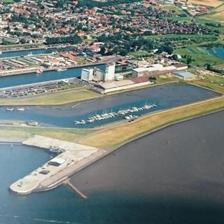 Büsum Nordsee FeWo Hafen und Meer 150m WLAN 64 m2 - Büsum