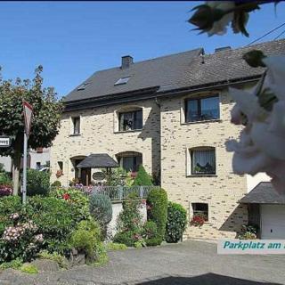 Zum Hochkelberg - Es begrüßt Sie herzlich Familie Saxler in Bereborn n.Nürburgring - Bereborn