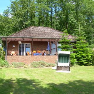 Mit Panoramablick: Ferienhaus Tönnsen II mit überdachter Terrasse - Ulsnis