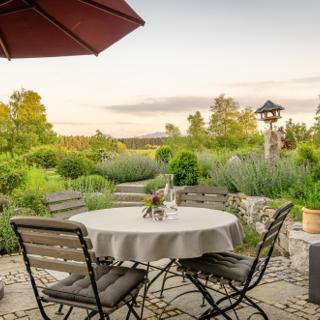 Lebensart am See, moderne Ferienwohnung Rosengarten, direkt am See - Bad Endorf