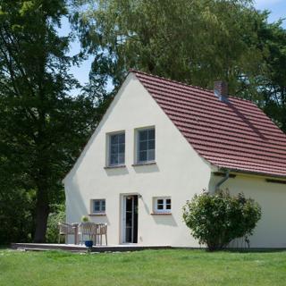 Ferienhaus Remise direkt am Wasser im Gut Grubnow Rügen - Neuenkirchen